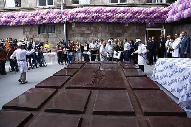 принимал картинки самых больших шоколадок в мире голубая фантазия